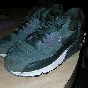 Nike suede airmax gently used
